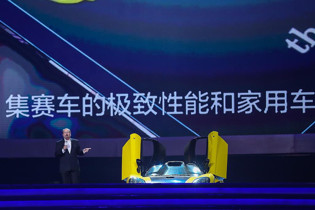 2019年7月20日,北京,鸟巢赛麟之夜活动,史蒂夫·赛麟在介绍赛麟新车。