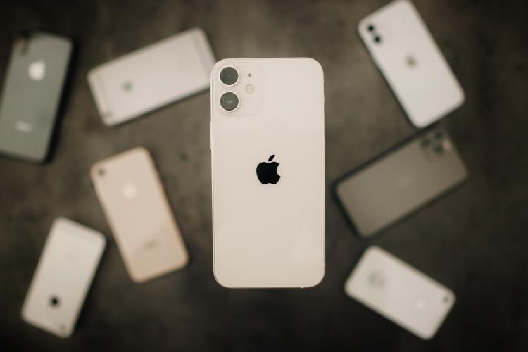 iPhone 12 mini 与它省心稳定的前辈 iPhone 们