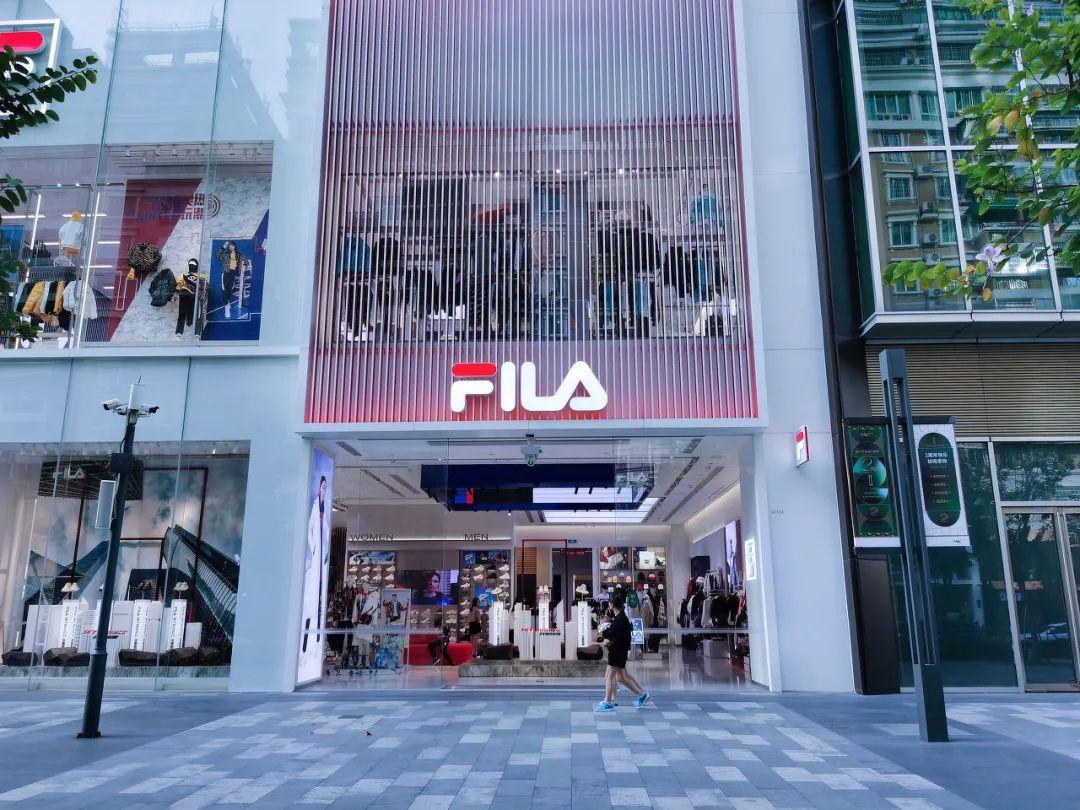 收购斐乐是相当成功的一笔交易,目前,安踏集团将近一半的收入来自斐乐品牌。/图虫创意