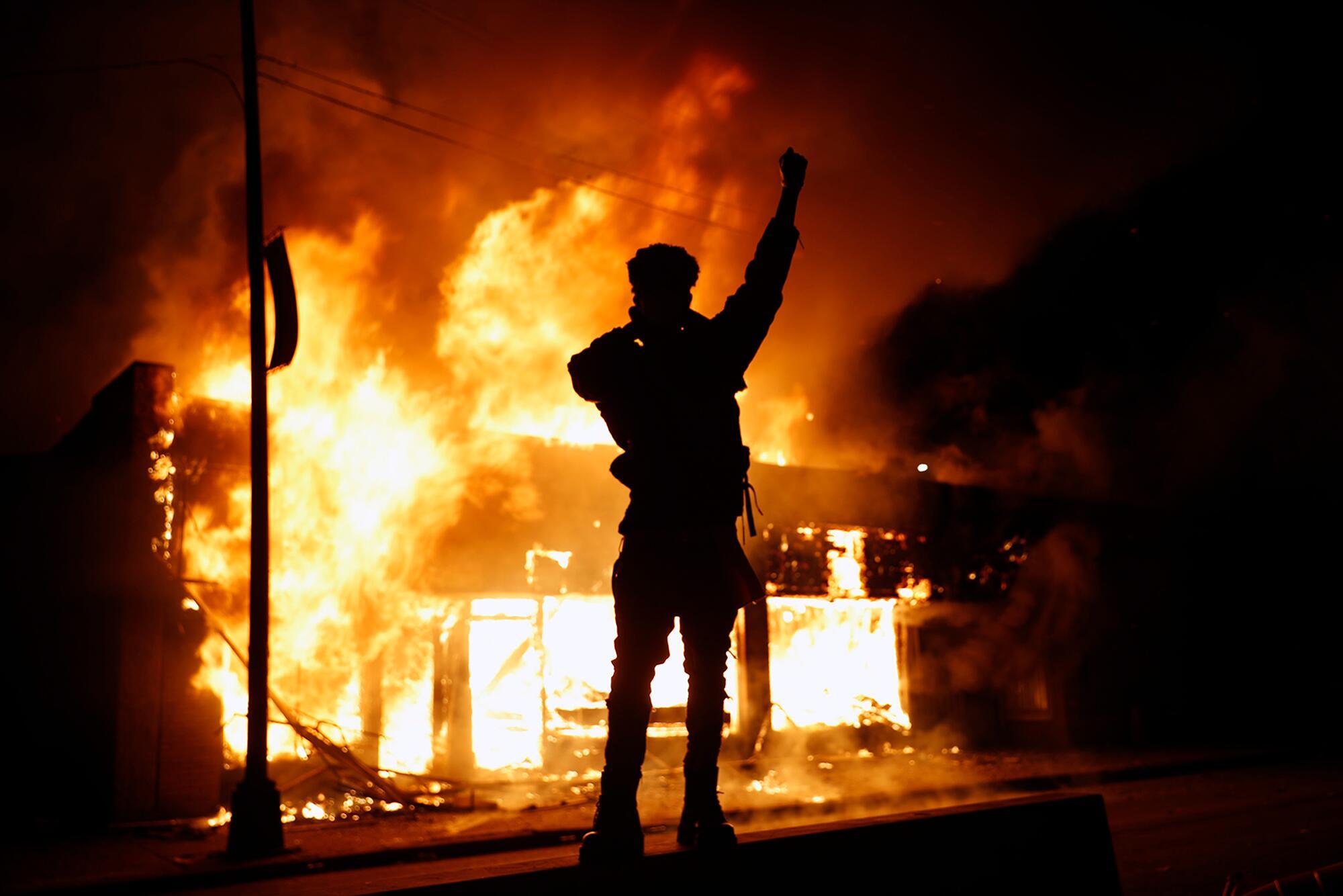 【道指跌穿两万点】_美媒统计:全美33城爆发抗议骚乱