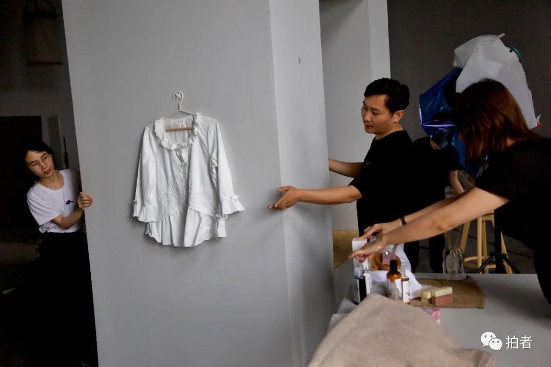 ▲6月28日,大永移動工作室裡的置景裝置。