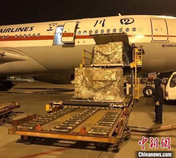 日本民间捐助的100万只防疫口罩抵达成都 紧急运往武汉