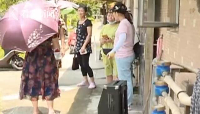 【南京亚洲天堂顾问】_居民小区内跳广场舞被泼粪 物业:没接到投诉