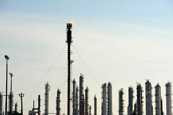 2020年4月20日,美国休斯敦的一家石化工厂。