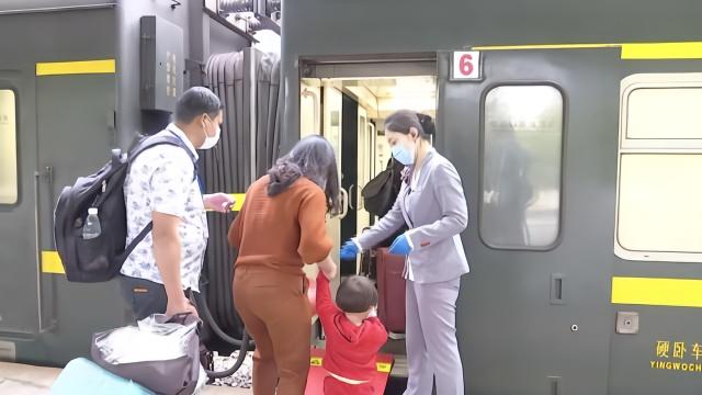 湖南开辟首个复工专列:送346名湖北籍农民工免费返回广东