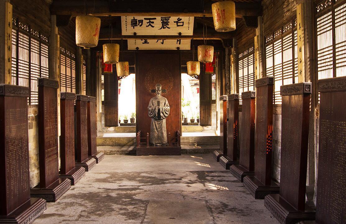象征宗法权力的家族祠堂