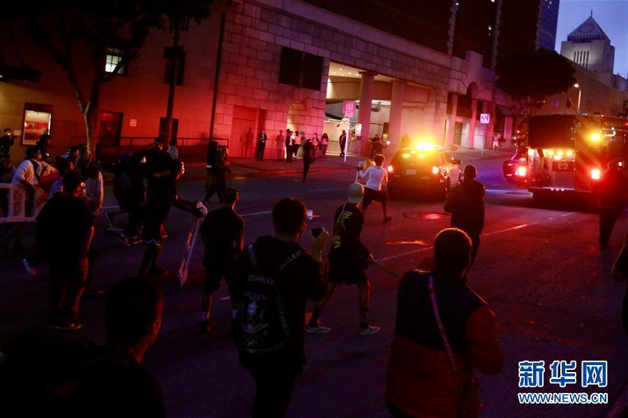 【gogo网】_洛杉矶示威发展为骚乱 533人被警方逮捕