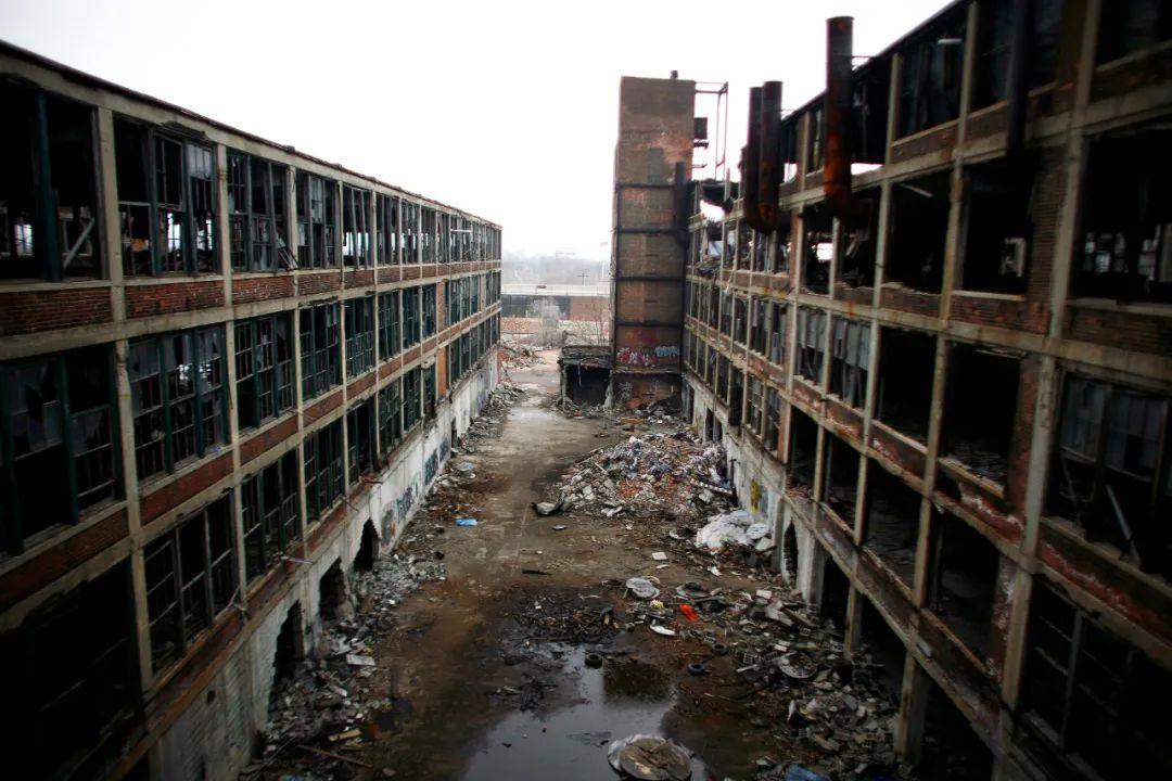 资料照片:这是2011年4月2日在美国底特律拍摄的废弃工厂。新华社/路透