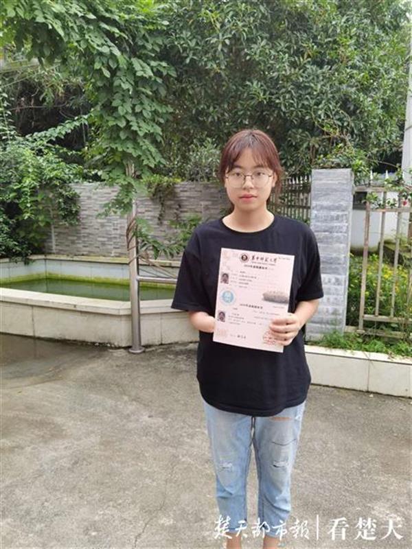 【快猫网址资源】_女孩在汶川地震中失去右手 高考考625分被华中师大录取