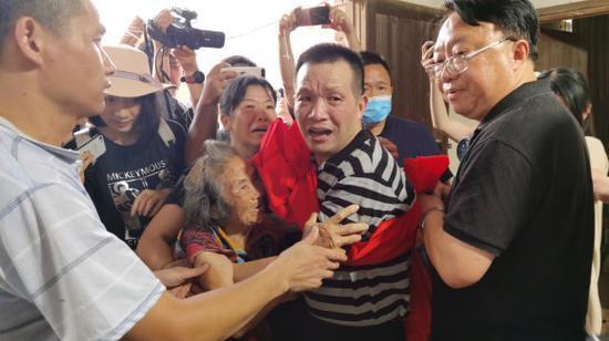 【喜爱网】_张玉环同村村医:警察说没人为他伸冤 要不早出去了