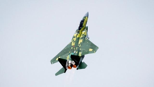 全球最先进三代半战机首飞,带22枚中距导弹,单价是F35三倍