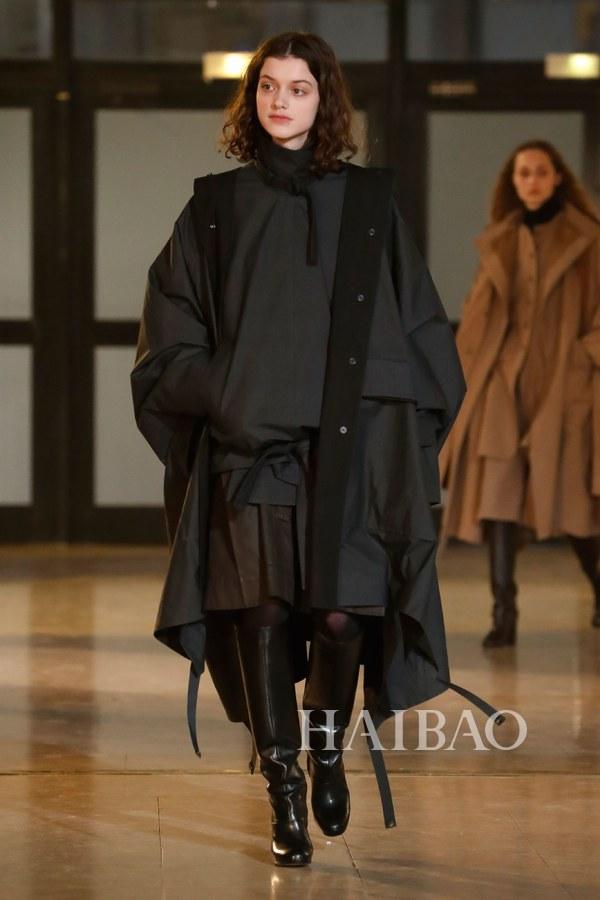 勒梅尔 2020秋冬巴黎时装周:叠穿与旅行者的乐趣