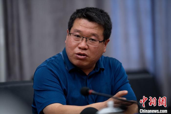 6月27日凌晨4点,病床上的申纪兰将西沟村党总支书记郭雪岗叫到身边,交谈了一个多小时。 韦亮 摄