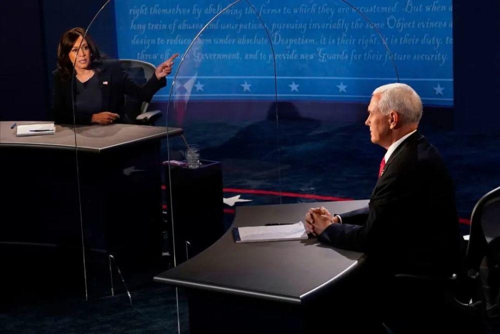 """【信封交易】_美大选副总统辩论彭斯""""落败"""",该怪那只刷屏的苍蝇吗?"""
