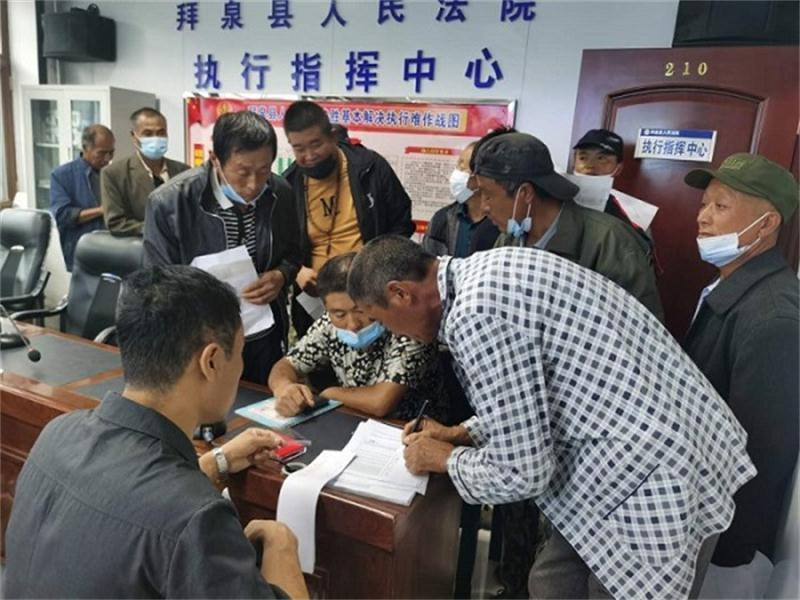 拜泉县法院为18名农民工索要血汗钱。 拜