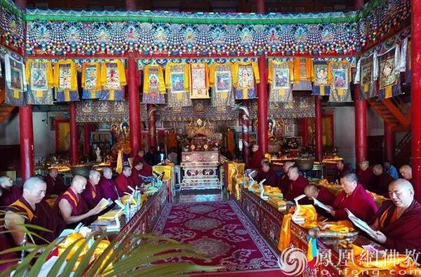 10月12日,拉西仁钦上师供法会现场。(图片来源:凤凰网佛教 摄影:赤峰康宁寺)