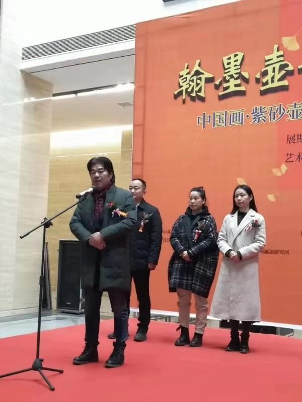 三位参展艺术家分别来自江苏常州和无锡 吴锦川老婆王萍