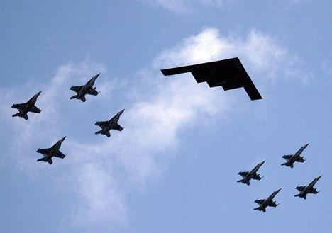 """B-2""""幽灵""""隐形轰炸机已过三十,还能立否?"""
