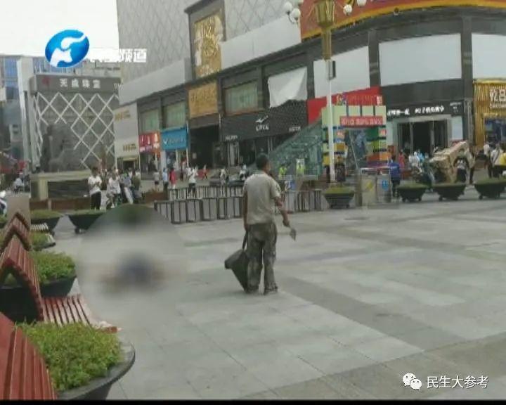 【培训快猫网址】_郑州二七广场一男子持斧砍人 已被武警制服