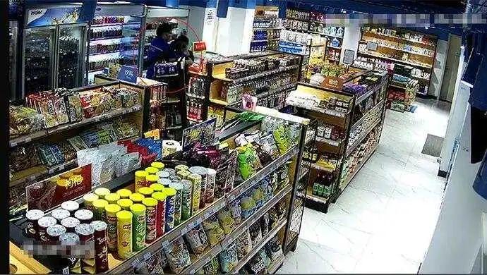 【重庆快猫网址博客】_男子吃霸王餐拉倒货架还打人,店员还击被起诉!结局引起舒适