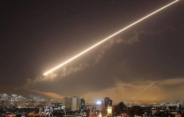 沙特联盟拦截胡塞武装两枚弹道导弹,碎片坠地致两人伤