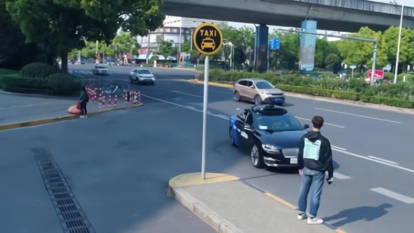 上海市民可免费体验无人驾驶出租车啦