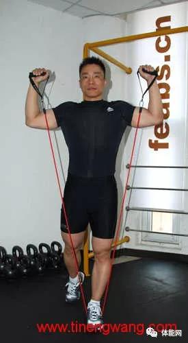 训练 利用弹力绳进行肩部的力量训练教程