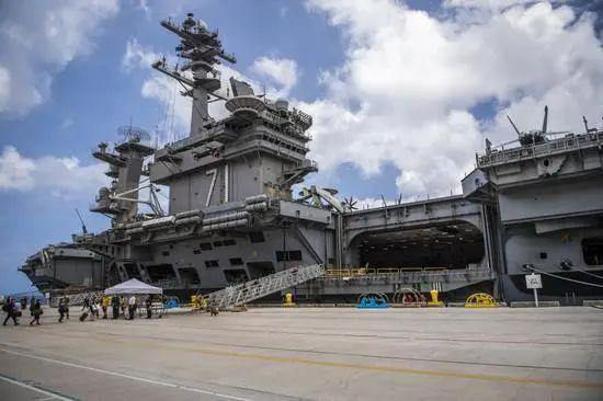 """美军一艘驱逐舰驶入东海 水兵在甲板拼出""""115""""字样"""