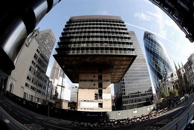 当摩天大楼垂垂老矣,该如何让它们体面离去