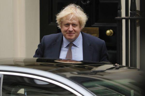 6月3日,英国首相鲍里斯·约翰逊离开伦敦唐宁街10号首相府,前往议会进行首相问答。