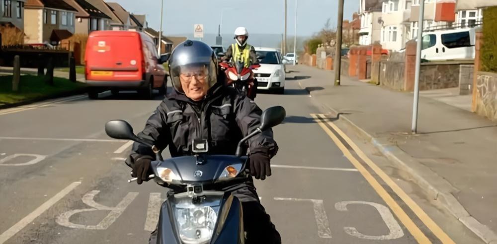 百岁骑士怒怼:那些劝我别玩摩托的人都走了