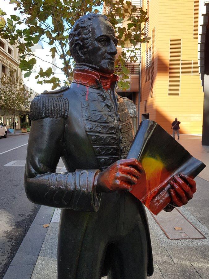【google分析】_澳大利亚也开始了,殖民时代一州长雕塑被泼油漆