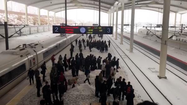 哈尔滨迎暴风雪天气,部分高铁动车延误