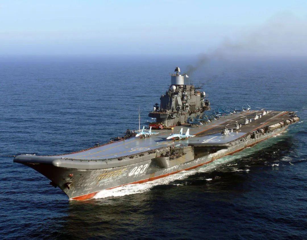 苏27战机坠入海底,北约蛙人部队抢夺残骸,俄军下令发射深水炸弹