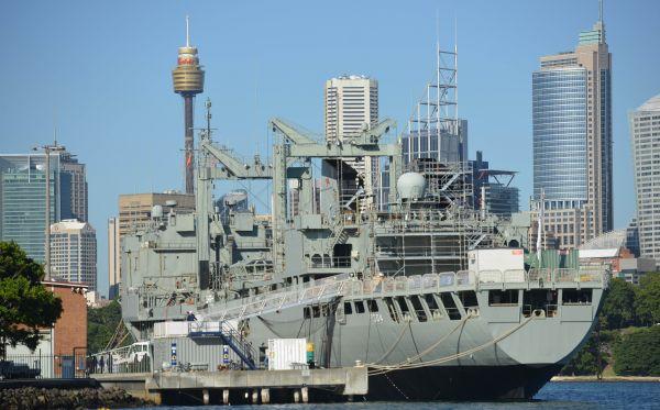 资料图片:澳大利亚海军军舰(新华社 法新)