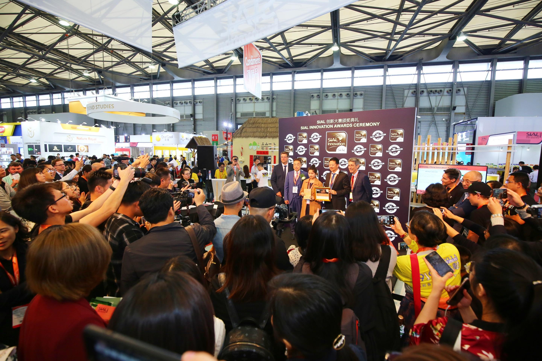 中国国际餐饮展将于9月在上海举办SIAL创新大赛,吸引上百家全球品牌。 上海复城国际