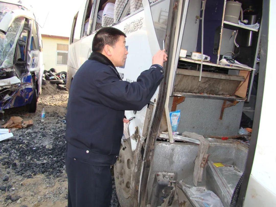 车内乘客瞬间消失、死者肺部含有泥沙 是交通事故还是谋杀?