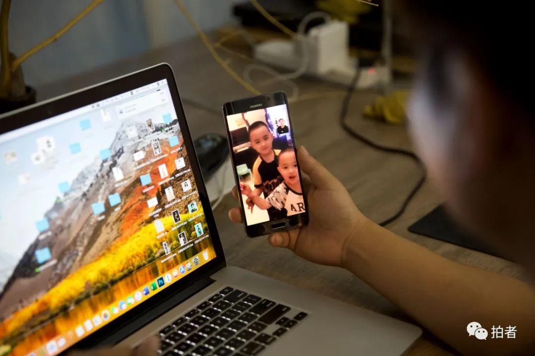 ▲6月29日,大永在工作室與燕郊家中的孩子們視頻聊天。