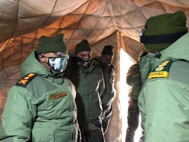 印陆军总司令到列城哨所钻进帐篷视察:解放军驻地就在200米外(图3)
