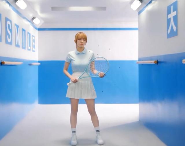 同样是POLO衫搭短裙,宋茜对比程潇,谁才是网球少女?
