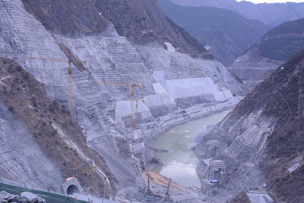 正在建设中的两河口水电站