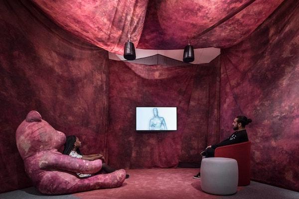 以色列艺术家阿瑟瑞(Oreet Ashery)2019年在伦敦展出的作品《重访起源》