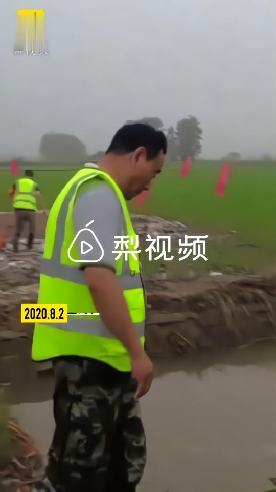 长江防汛人员的一天:连续18小时除险,脚趾走到发炎流脓