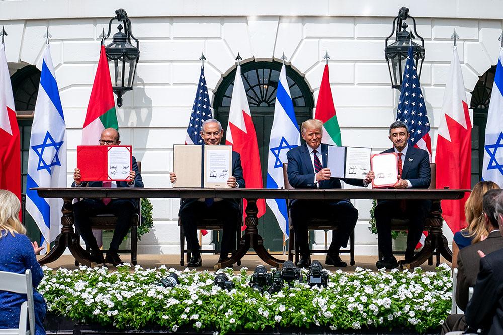 当地时间2020年9月15日,美国总统特朗普在白宫主持以色列、阿联酋和巴林关系正常化协议的签署仪式。 人民视觉 图