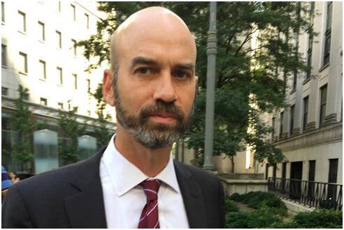 《纽约时报》评论编辑詹姆斯•贝内特 图源:CNN
