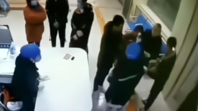 河北一男子拒测体温推搡辱骂护士 被拘5日