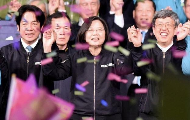 """【正在播放国产少妇学习论坛】_2020台湾""""大选""""政治献金公布:蔡英文亏近2500万 韩国瑜赚3000万"""