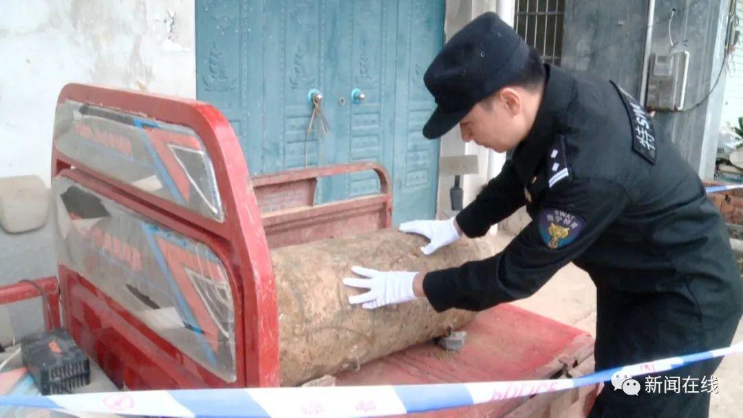 """广西男子挖出400斤""""大家伙""""准备锯开卖 警方 系战时航空弹 最新热点 第5张"""