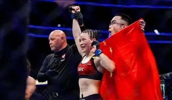 张伟丽成为UFC冠军法门曝光!专家:她举办了筋膜练习,气力