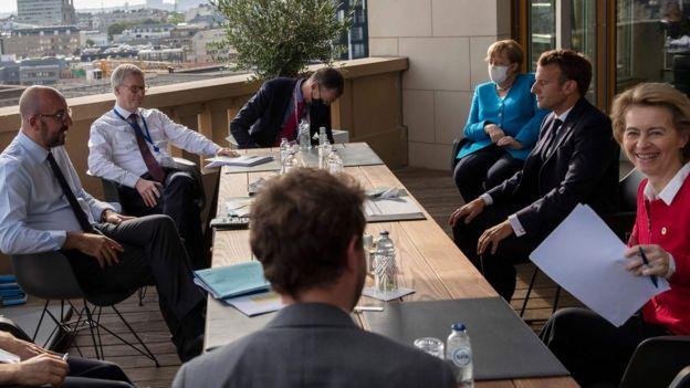 欧洲各国领导人峰会,争吵激烈,各方也摘下了口罩 视频截图